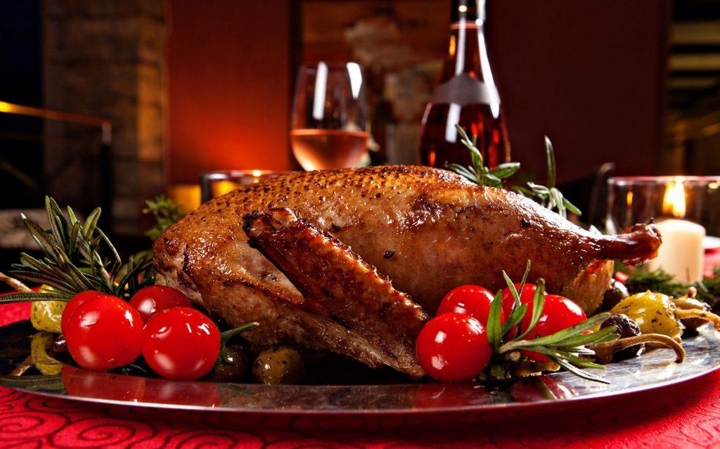 christmas-roast-duck-served-on-a-festive-table